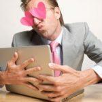 De ce mint barbatii la datingul online